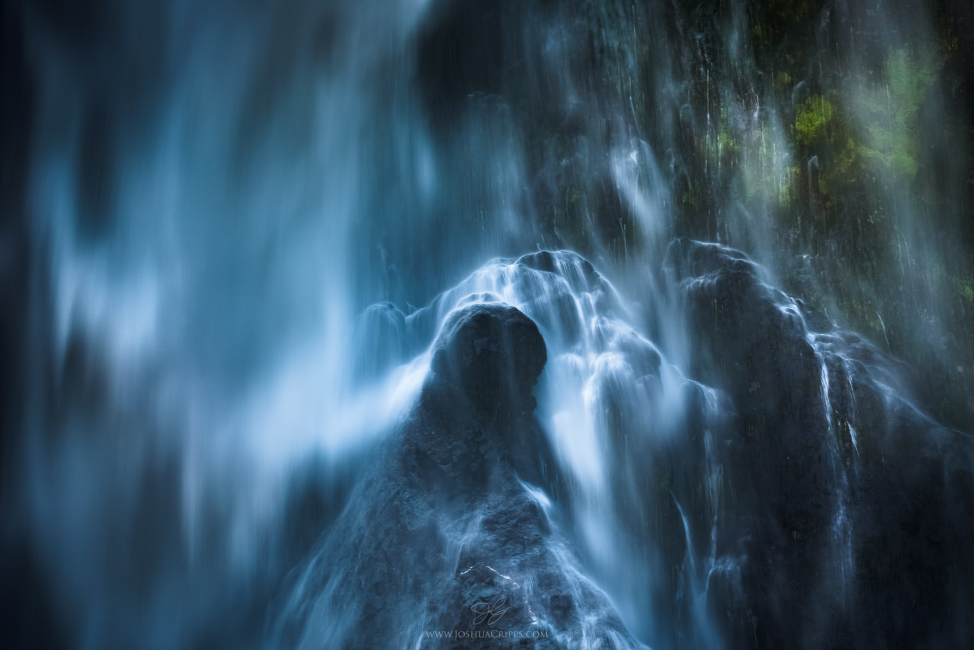 stirling-falls-milford-sound-new-zealand